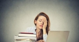 Чому нестача сну так небезпечна для жінок?
