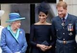 Елизаветы II принц Гарри имеет подарки и Меган Марк новоселье